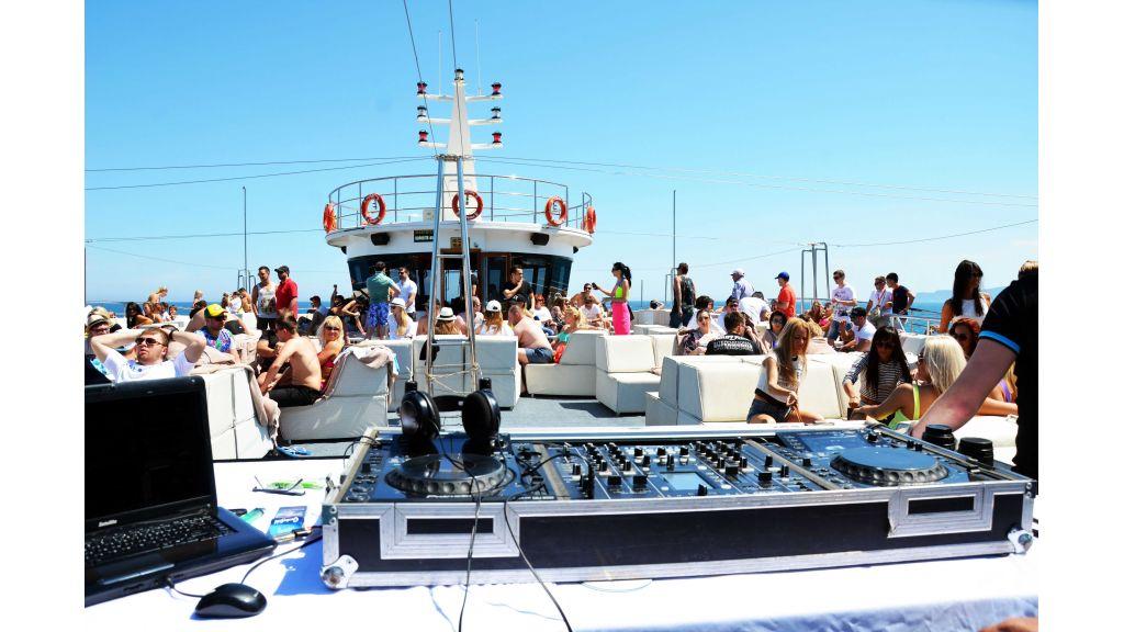 mobydick-large-catamaran-13