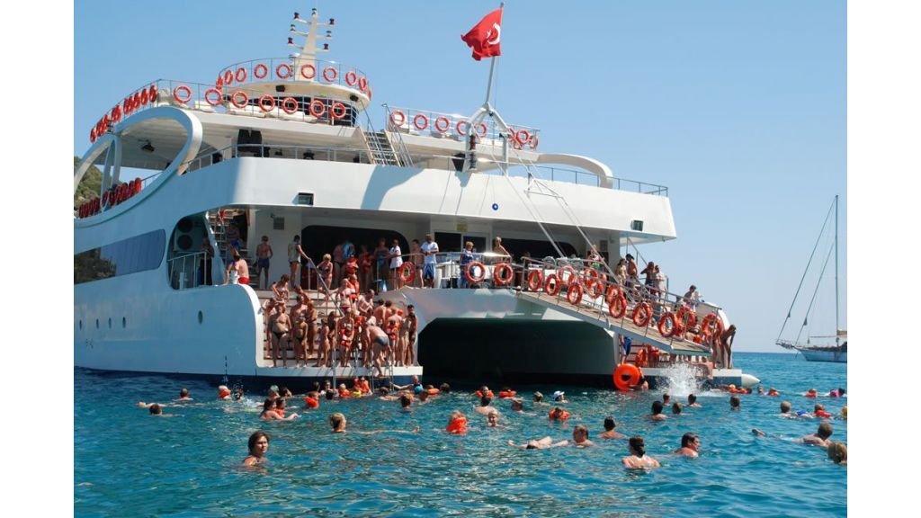 mobydick-large-catamaran-2
