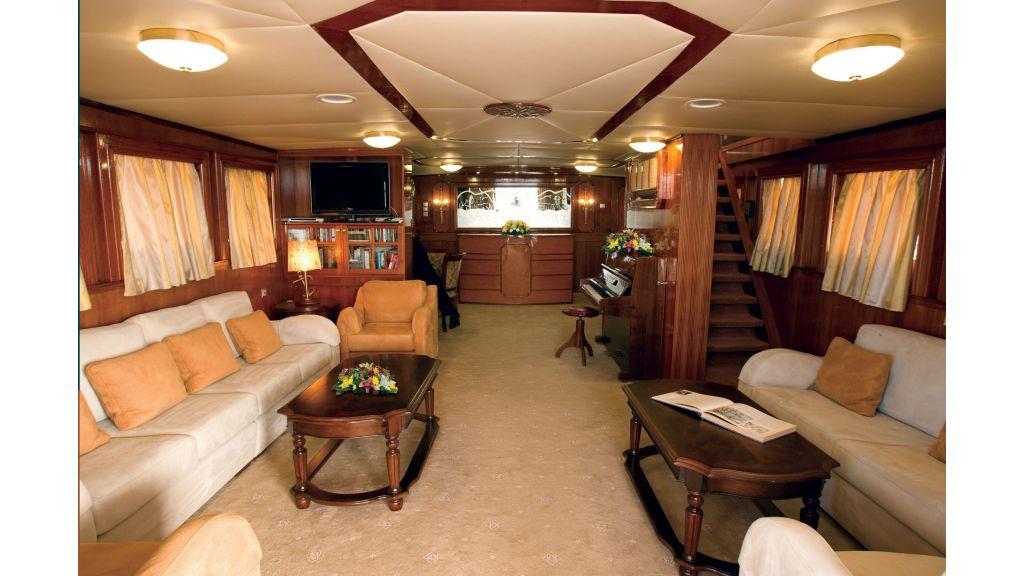 Classic Style Motor-Yacht