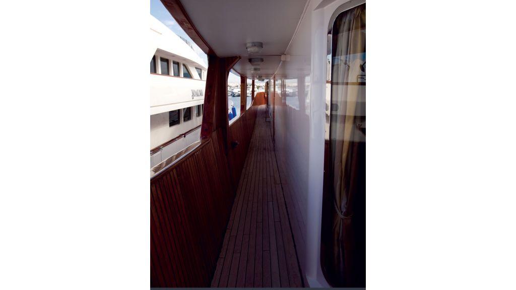 Classic Style Motoryacht (1)