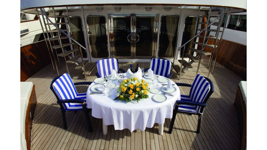 Classic Style Motoryacht (5)