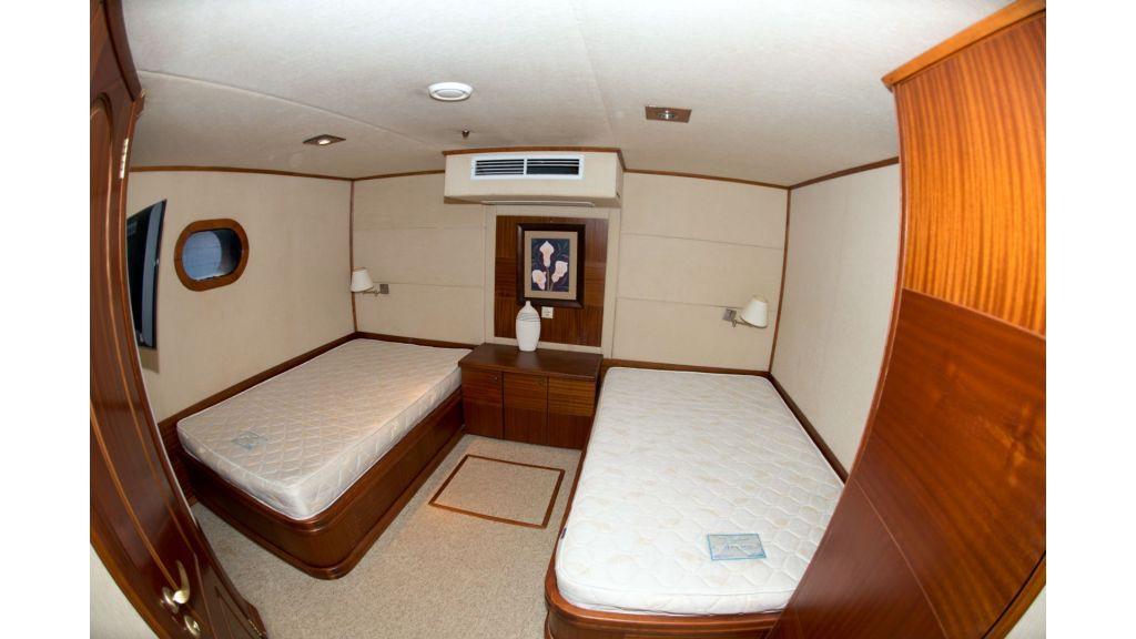 10 Cabins Motor Yacht (18)