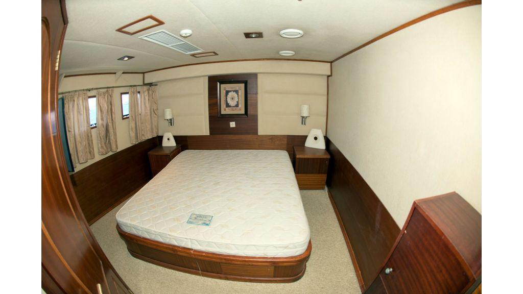 10 Cabins Motor Yacht (20)
