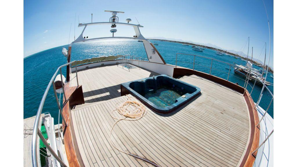 10 Cabins Motor Yacht (21)