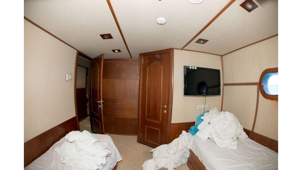 10 Cabins Motor Yacht (25)