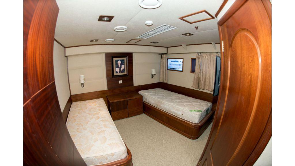 10 Cabins Motor Yacht (27)