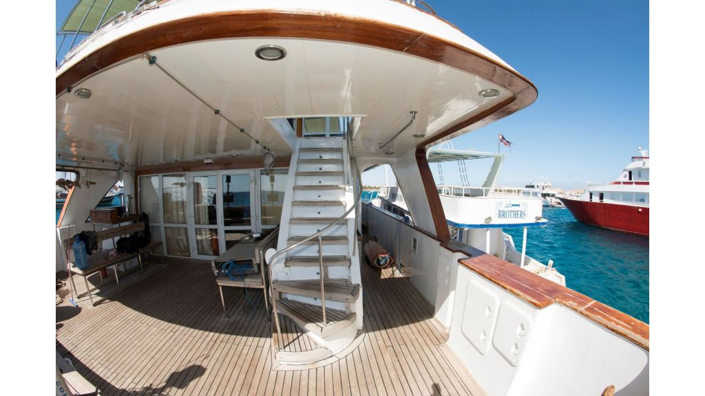10 Cabins Motor Yacht (3)