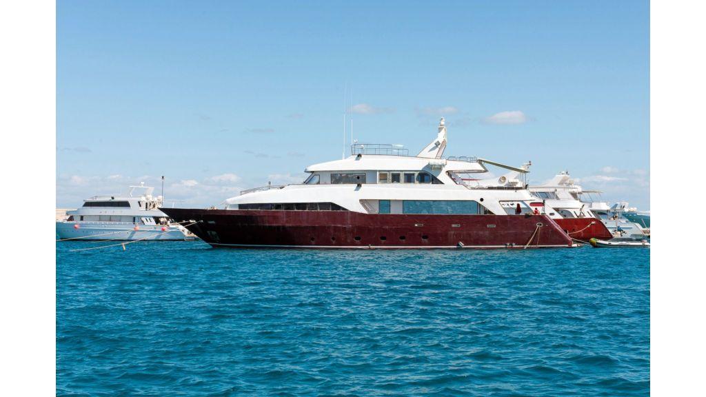 10 Cabins Motor Yacht (31)