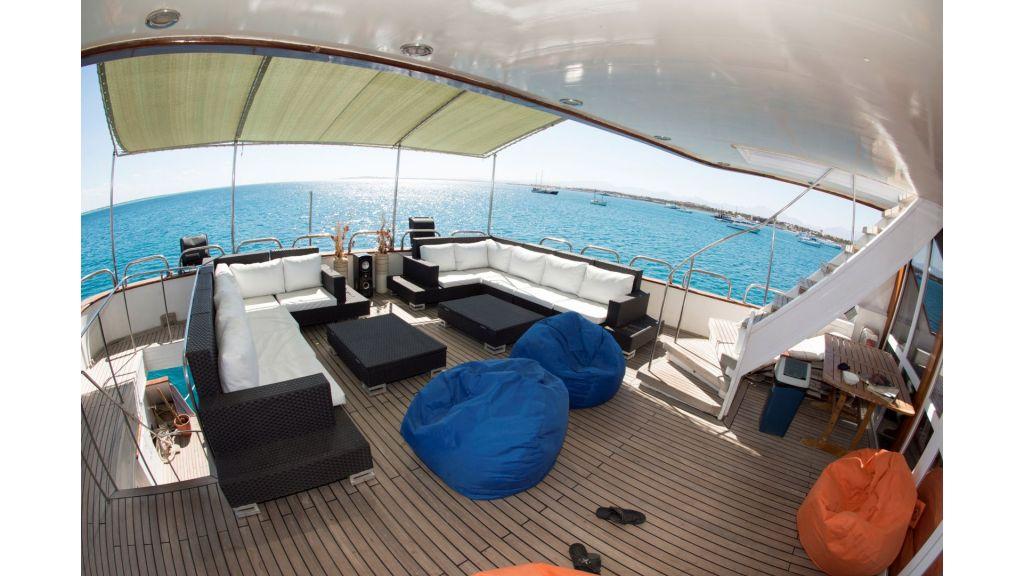 10 Cabins Motor Yacht (36)