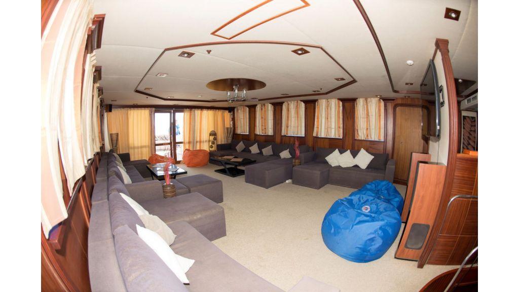 10 Cabins Motor Yacht (4)