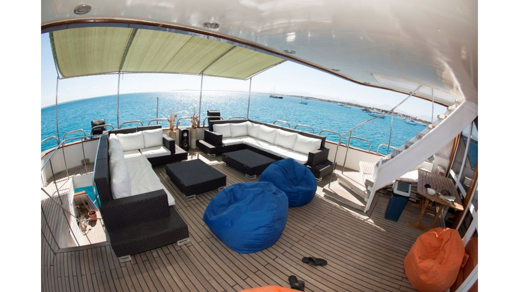 10 Cabins Motor Yacht (6)