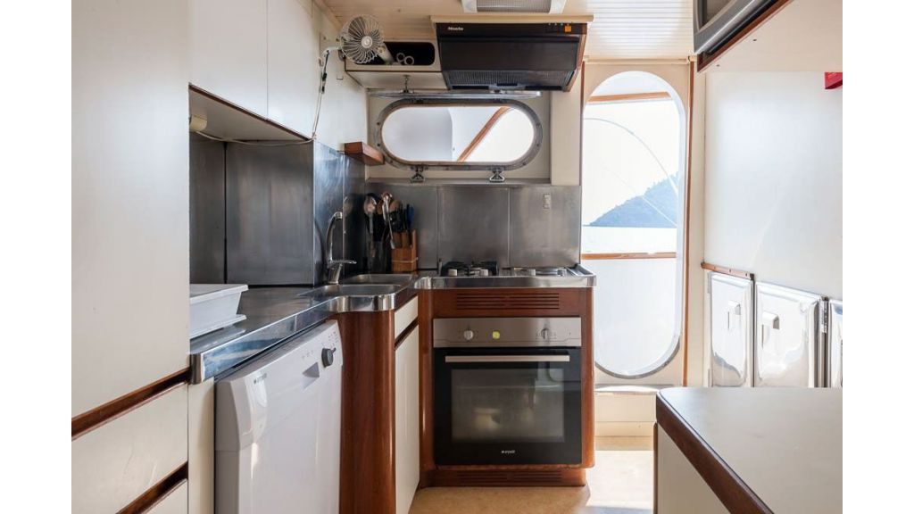 1984 Classic Motoryacht For Sale (11)