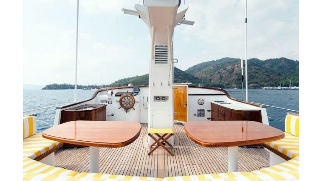 1984 Classic Motoryacht For Sale (17)