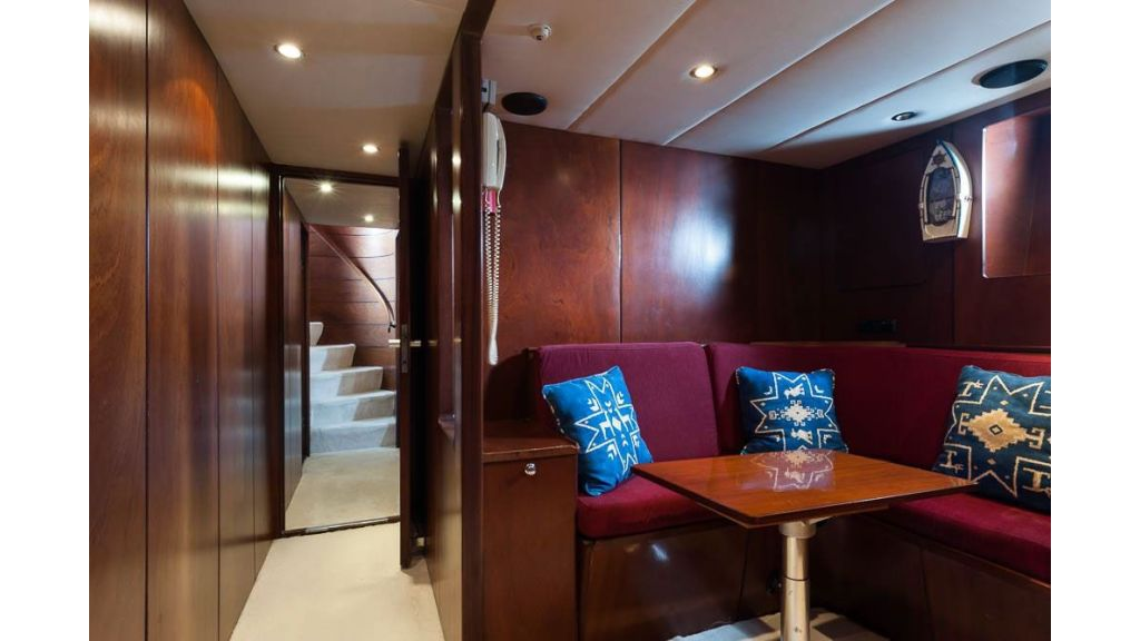 1984 Classic Motoryacht For Sale (4)