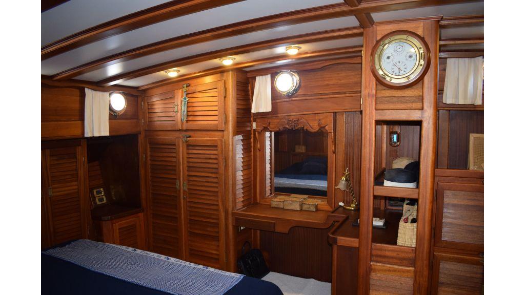 2 Cabins Schooner (49)