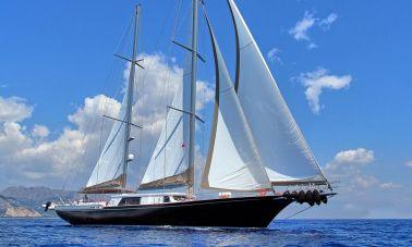 Moss luxury motor sailor master