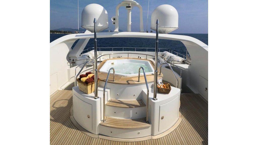 Motor Yacht Aktobe Jacuzzi Back