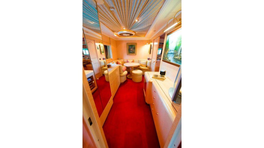 Motor Yacht Aktobe Room