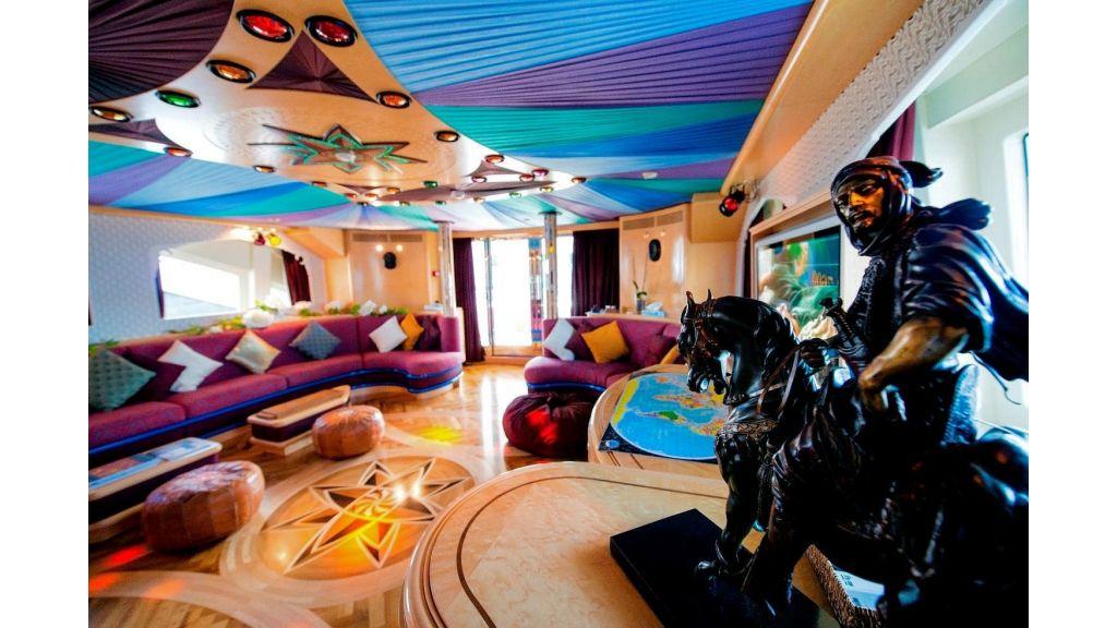 Motor Yacht Aktobe Skylounge 2