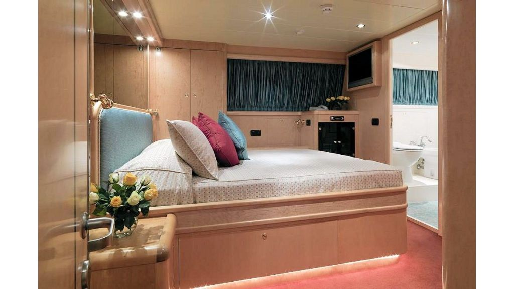 Motor Yacht Aktobe Twin StateRoom (2)
