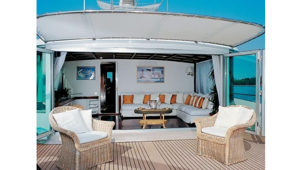 Motor Yacht Intuition Lady Deck