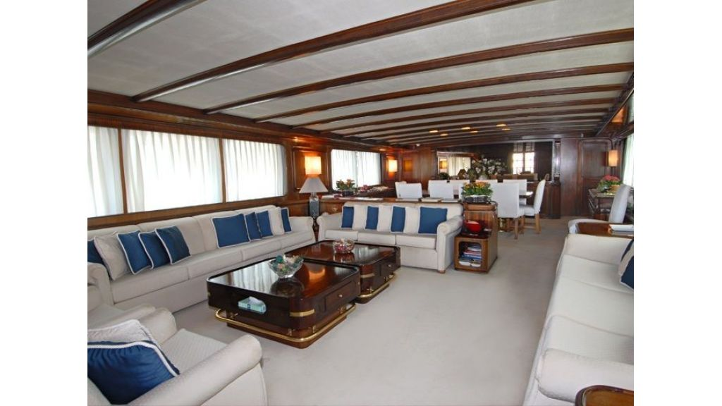Motor Yacht Intuition Lady Main Saloon