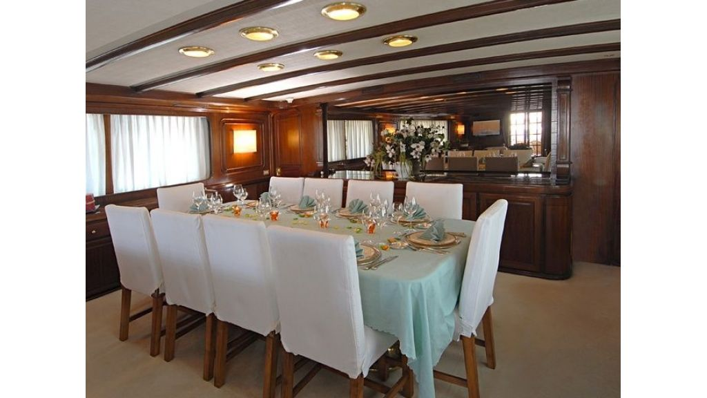 Motor Yacht Intuition Lady Room Dinning