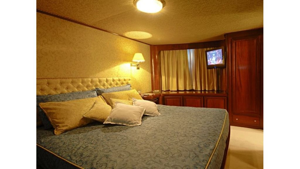 Motor Yacht Intuition Lady Room Single