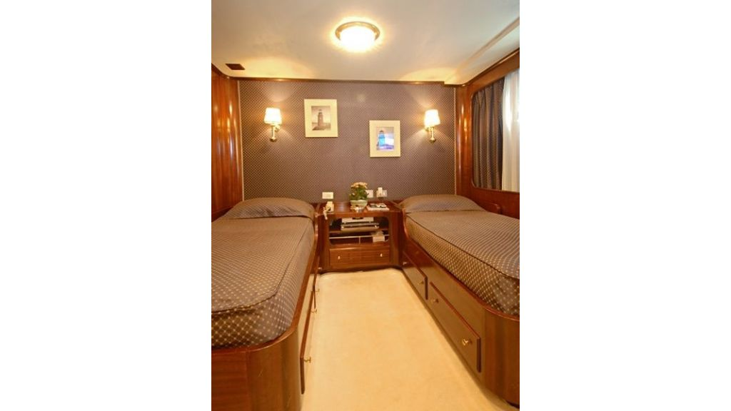 Motor Yacht Intuition Lady Room Twin
