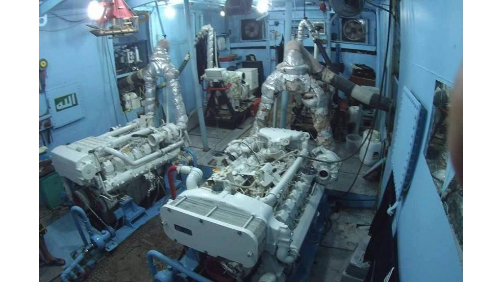 Star Jet Steel Diving Yacht (2)