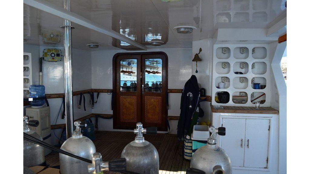 Wooden Diving Boat (16)