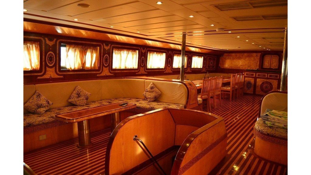 Wooden Diving Boat (25)