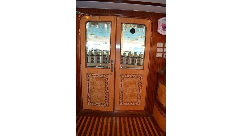 Wooden Diving Boat (32)