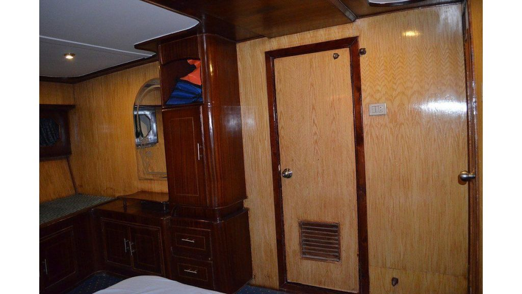 Wooden Diving Boat (34)