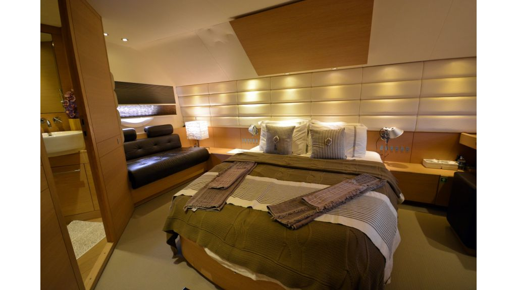 Aicon 64 Charter Motoryacht (18)