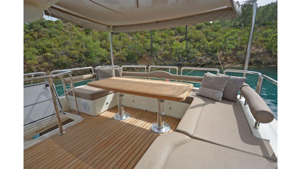 Aicon 64 Charter Motoryacht