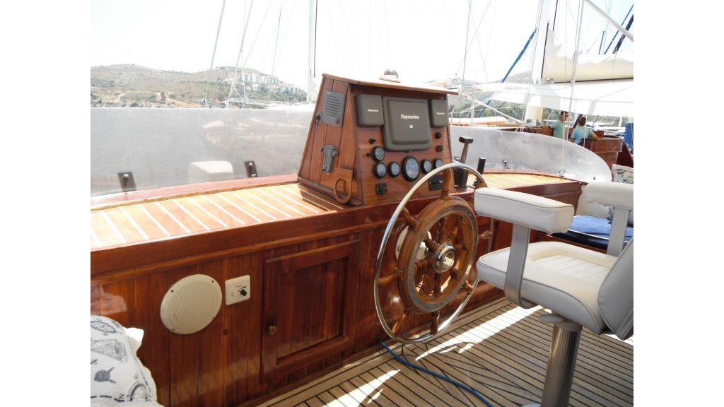 Teak Mahogany MotorBoat for Sale (15)