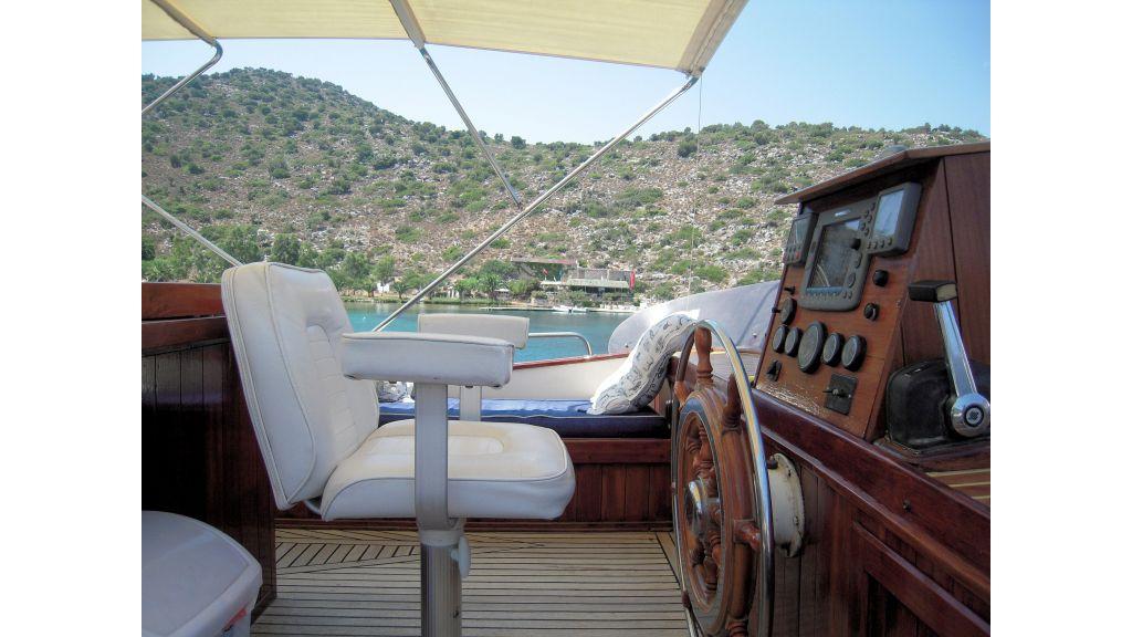 Teak Mahogany MotorBoat for Sale (16)