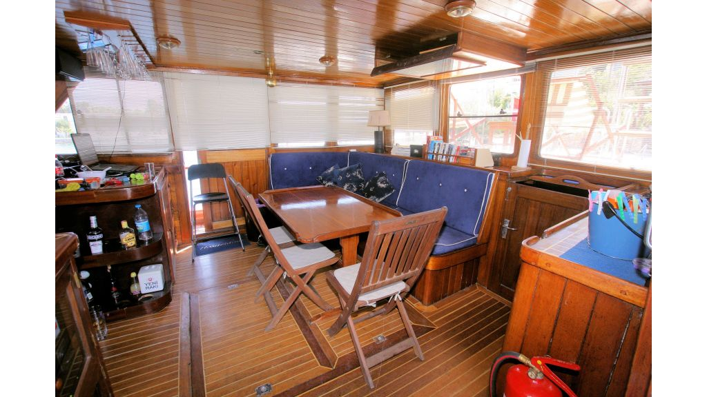 Teak Mahogany MotorBoat for Sale (22)