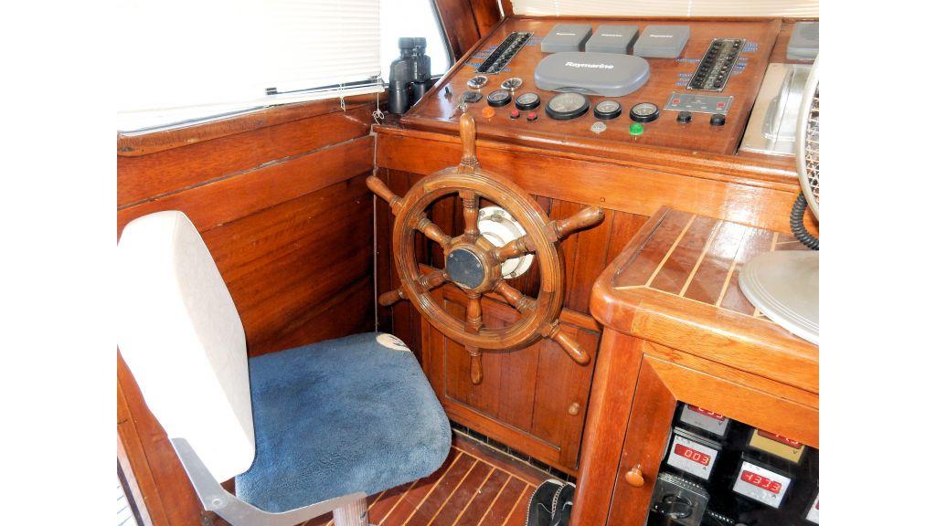 Teak Mahogany MotorBoat for Sale (25)