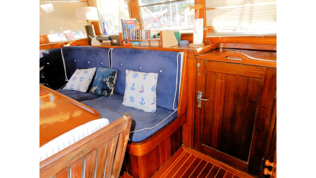 Teak Mahogany MotorBoat for Sale (26)