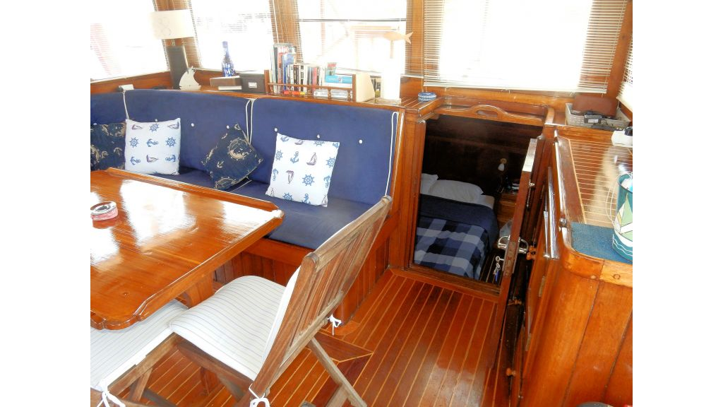 Teak Mahogany MotorBoat for Sale (27)
