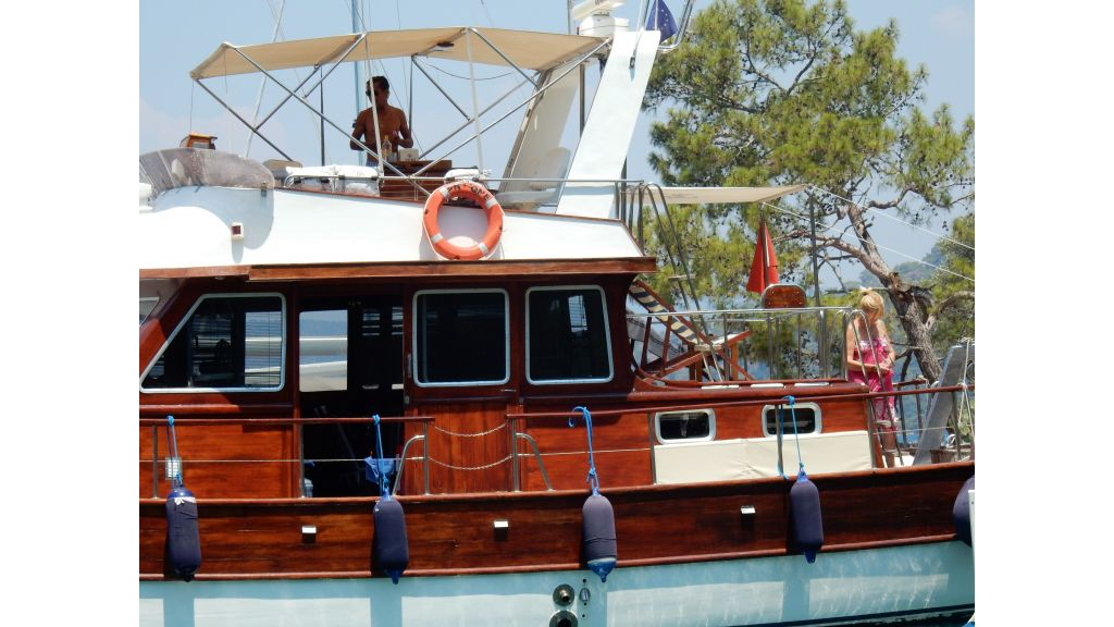 Teak Mahogany MotorBoat for Sale (3)