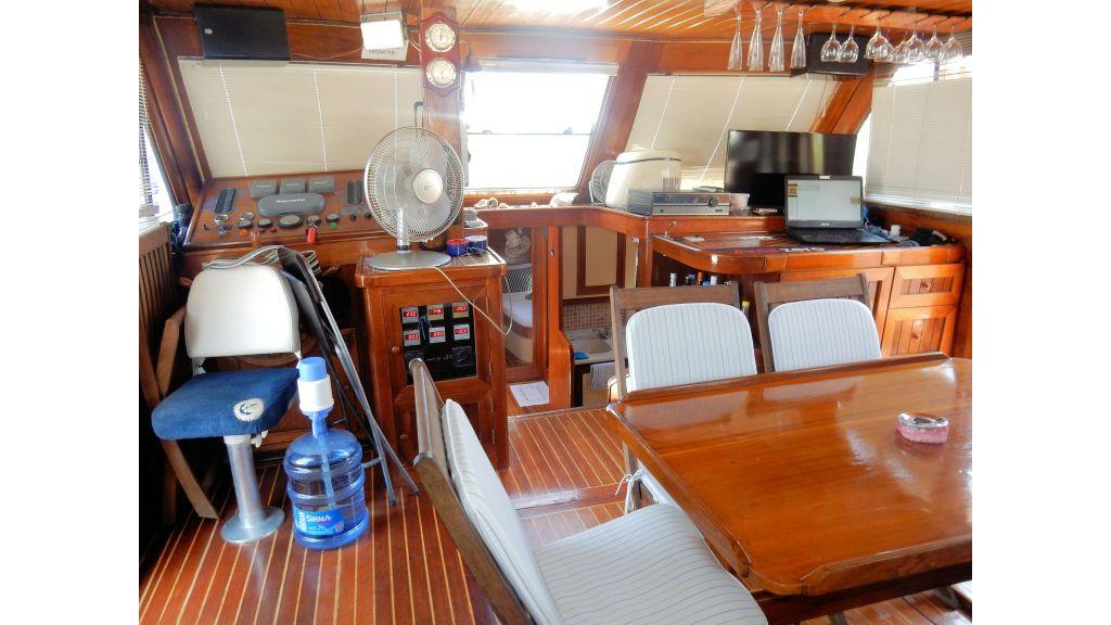 Teak Mahogany MotorBoat for Sale (31)