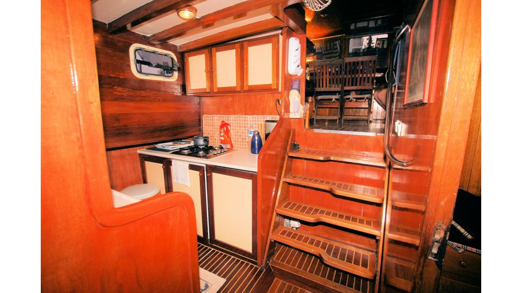Teak Mahogany MotorBoat for Sale (35)