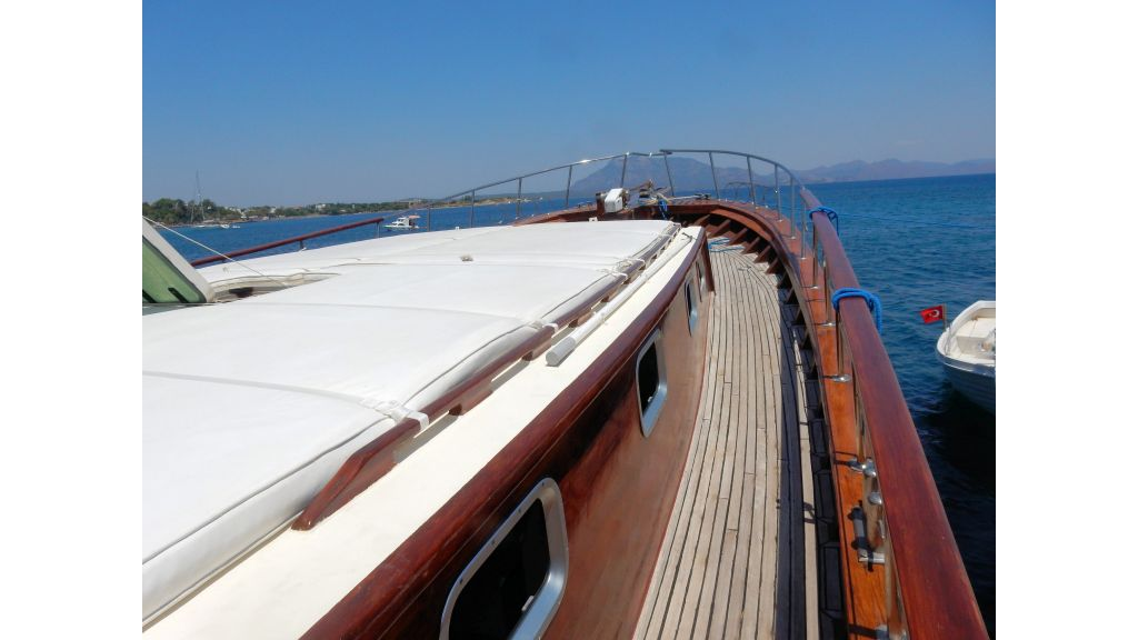 Teak Mahogany MotorBoat for Sale (8)