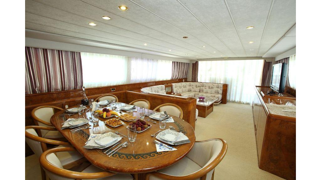 27m-laminated-motoryacht-11
