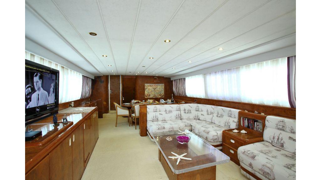 27m-laminated-motoryacht-12