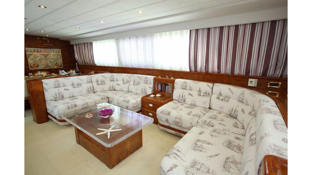 27m-laminated-motoryacht-13