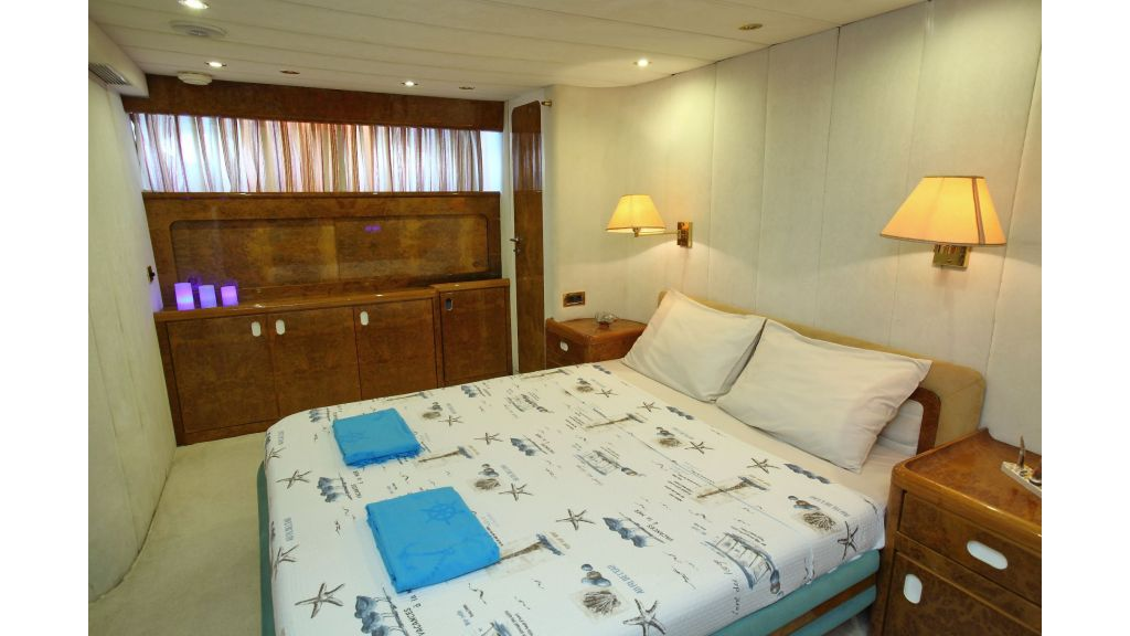 27m-laminated-motoryacht-16